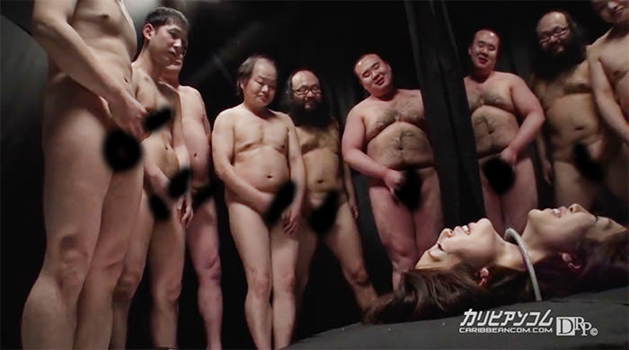 首だけ出したギロチン状態で顔はオカズにされ下半身はキモい男に膣を使われる舞希香